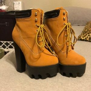 Barely worn. Size 5.5 tan lace up platform heels
